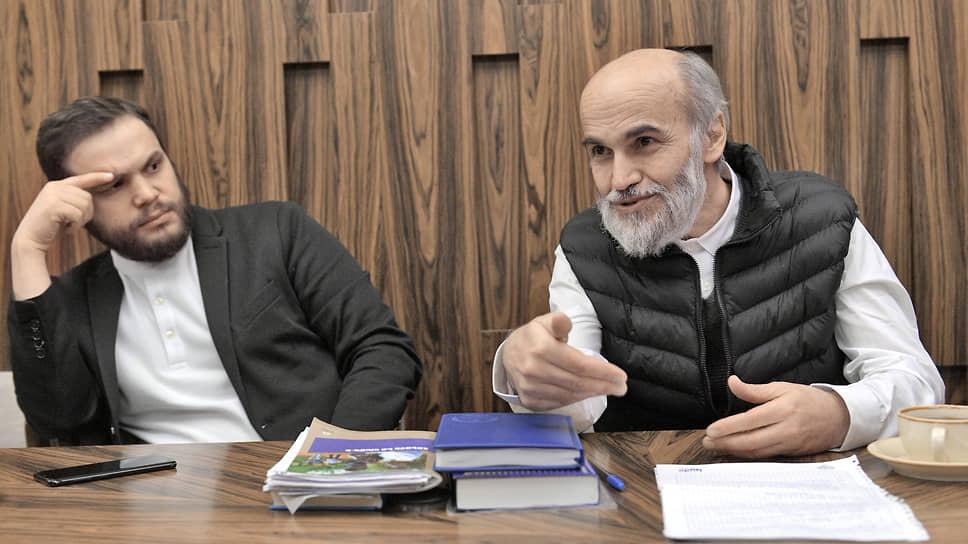 Вернувшийся из азербайджанского плена Артур Газарян (справа) и его сын Алексей