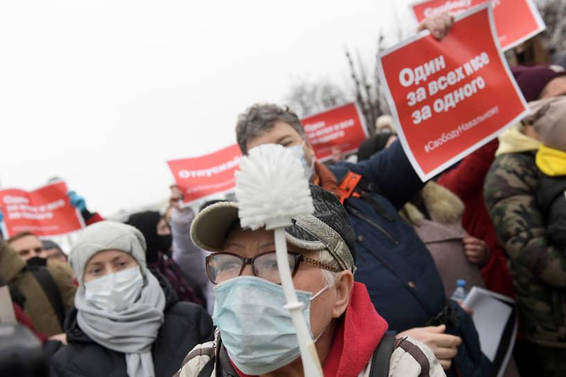 Участники митинга на Пушкинской площади