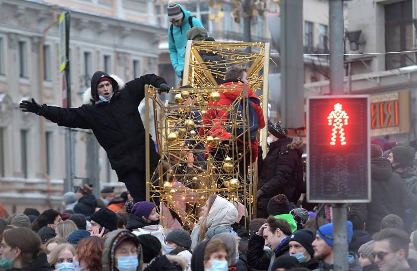 Участники протестной акции на Пушкинской площади