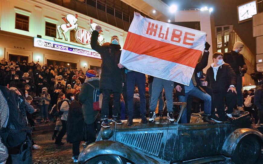Участники во время митинга на Цветном бульваре