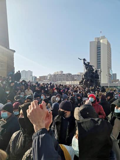 Во Владивостоке участники акции на два часа перекрыли движение по центральной улице города