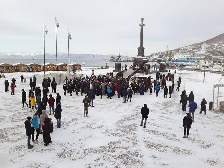 На митинг в Петропавловске-Камчатском вышло больше 200 человек. Полиция никого не задержала