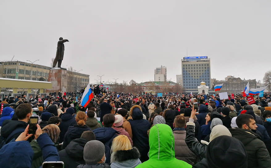 Митинг у здания областной думы в Саратове