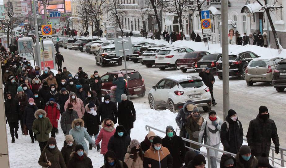 В Ульяновске на акцию в центре города вышло, по разным оценкам, от полутора до 3 тыс. человек. По словам местного правозащитника Александра Брагина, это самая многочисленная за последнее десятилетие акция протеста в регионе