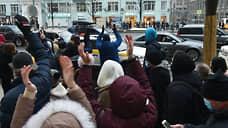 Участники шествия по Тверской улице