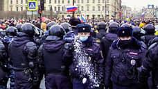 Сотрудники полиции на митинге в Санкт-Петербурге
