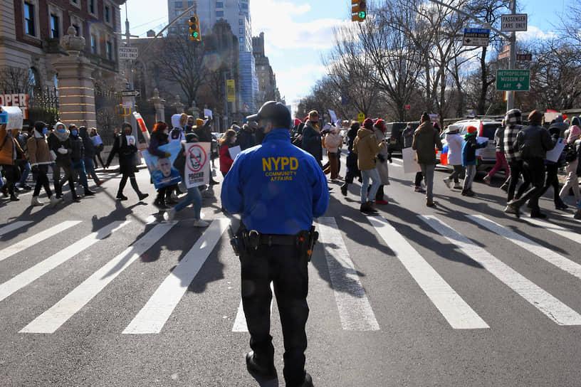 Шествие в поддержку Алексея Навального в Нью-Йорке