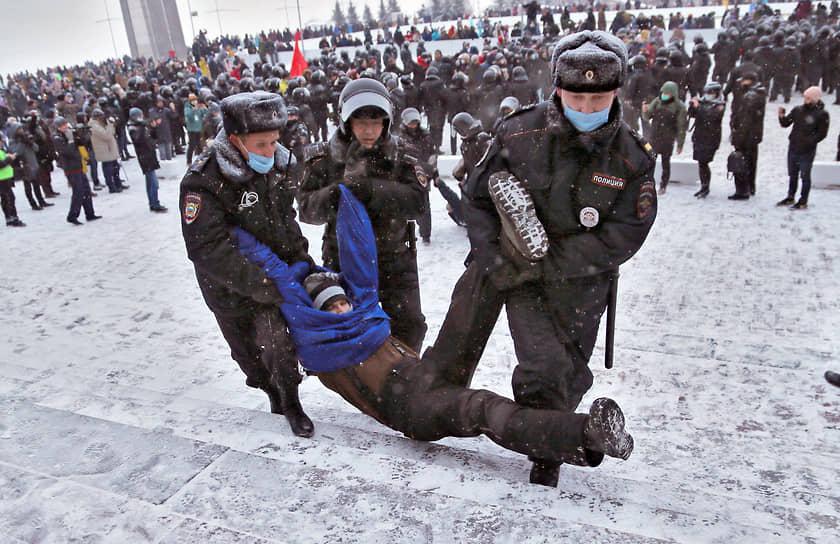 Задержание участника митинга в Самаре
