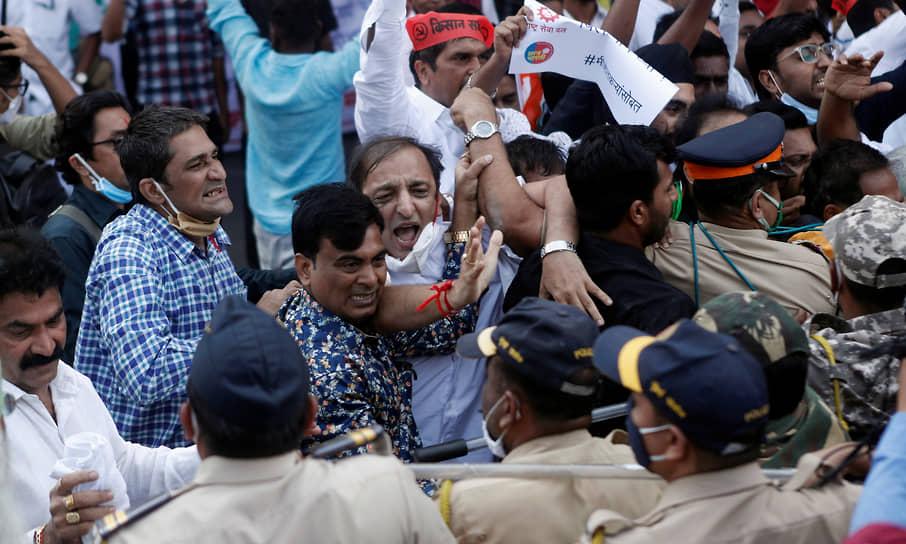 Мумбаи, Индия. Столкновения сторонников различных политических партий