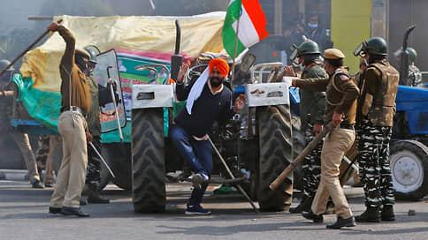 Военный парад совпал с протестами фермеров
