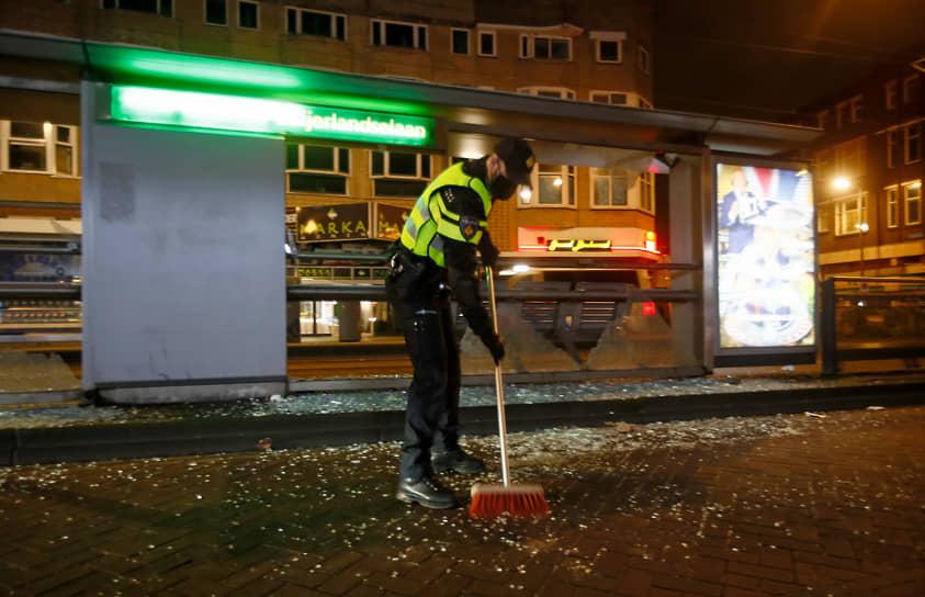 По данным Нидерландской телерадиовещательной корпорации, 25 января полиция задержала не менее 150 человек