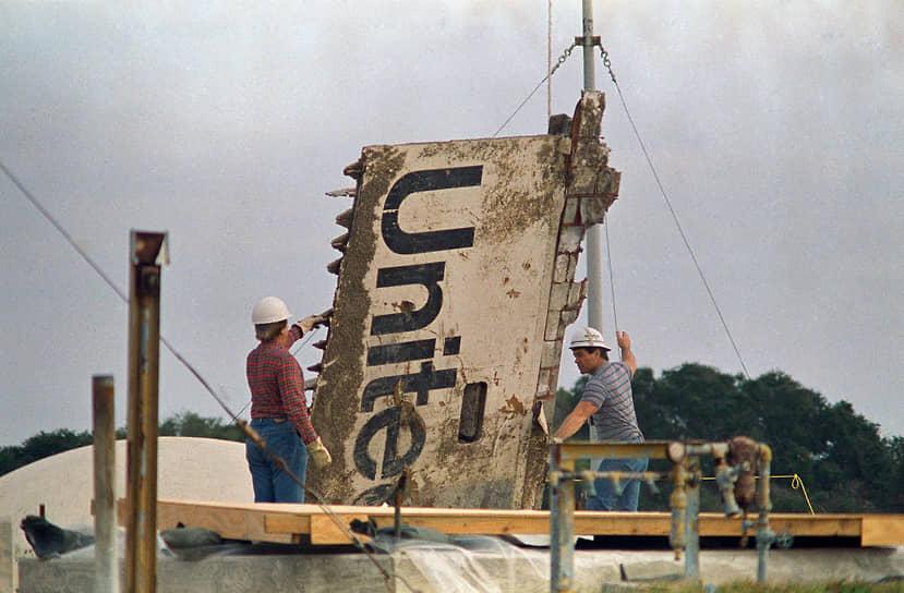 Поисково-спасательная операция проводилась кораблями ВМС и береговой охраны США с февраля по август 1986 года. С помощью гидролокатора было обследовано более 480 квадратных морских миль дна океана. В ходе операции были подняты многие фрагменты корабля, в том числе и отсек экипажа. Общие убытки из-за катастрофы составили $8 млрд. Около $3 млрд пришлось на стоимость самого шаттла