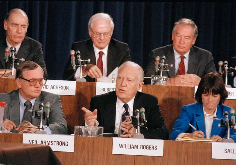 Комиссия, расследовавшая катастрофу, назвала основной причиной, приведшей к трагедии, неисправность кольцевого уплотнителя твердотопливного ускорителя. Комиссия также пришла к выводу, что определяющими факторами послужили недостатки корпоративной культуры безопасности и процедуры принятия решений NASA