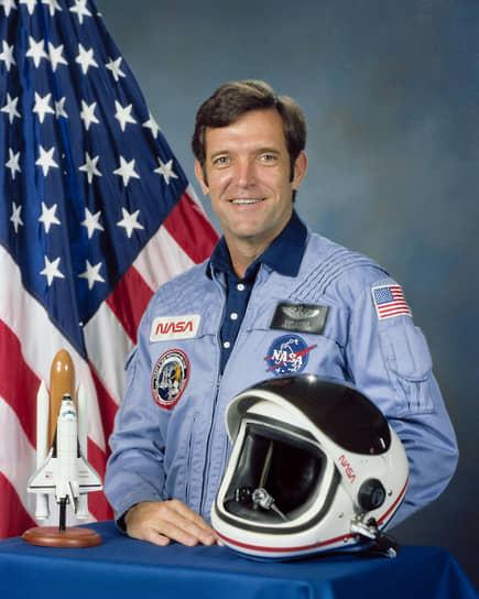 В 1979 году NASA заключило контракт на переоборудование корабля в полноценный космический орбитальный аппарат  <br>На фото: командир корабля «Челленджер» Фрэнсис Скоби