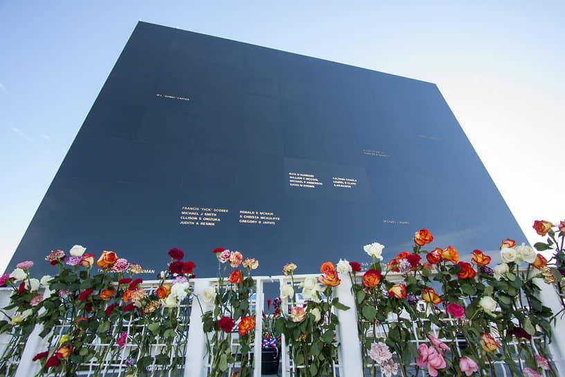 Трагедияпривела к прекращению полетовшаттлов на 2,5 года, затем онивозобновилисьи продолжались по 2011 год.Ряд астронавтов, выражая свое недоверие руководству NASA, покинули отряд