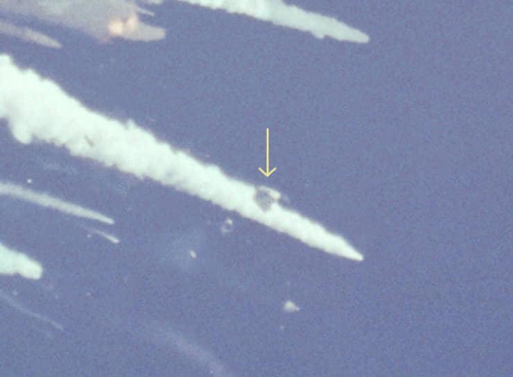 Шаттл разрушился над Атлантическим океаном близ побережья Флориды. Взрывом оторвало носовую часть «Челленджера», в которой располагался экипаж (на фото). Позже выяснилось, что некоторые астронавты пережили разрушение орбитера и были в сознании до удара о воду на скорости 333 км/ч, который пережить не могли
