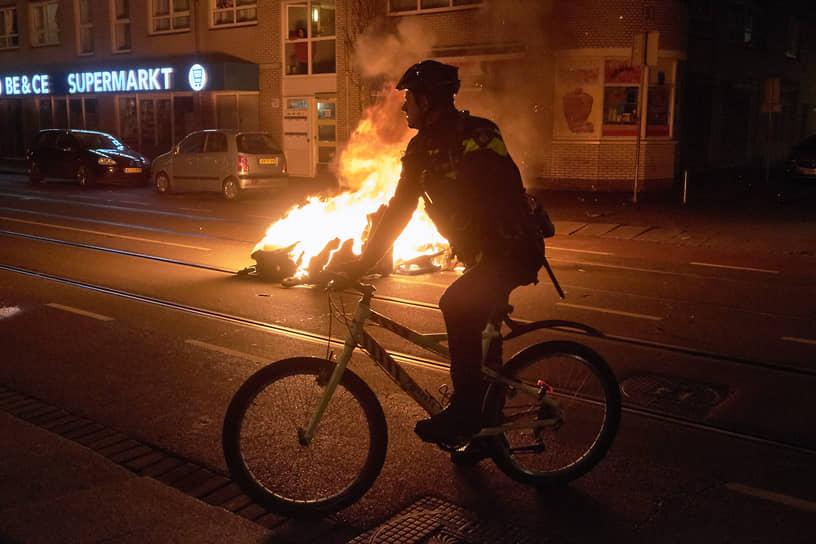 Протесты прошли в Амстердаме, Гелене, Роттердаме, Хертогенбосе и других городах