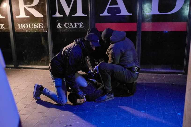 Премьер Нидерландов Марк Рютте назвал произошедшее беспорядками и заявил, что они «не имеют никакого отношения к законным протестам»