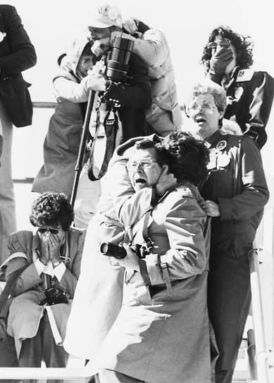 Первые признаки катастрофы отметили не приборы, а телевизионные камеры. Через 73 секунды после старта на экране радиолокатора отчетливо обозначились траектории падавших в море многочисленных обломков и дежурный служащий NASA констатировал: «Корабль взорвался»