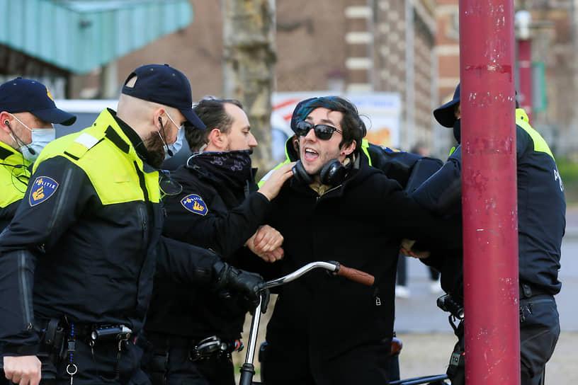 В Амстердаме 24 января были задержаны 190 человек. Полиция Эйндховена также заявила о задержании 62 подозреваемых и о начале крупномасштабного расследования для установления личностей причастных к митингам