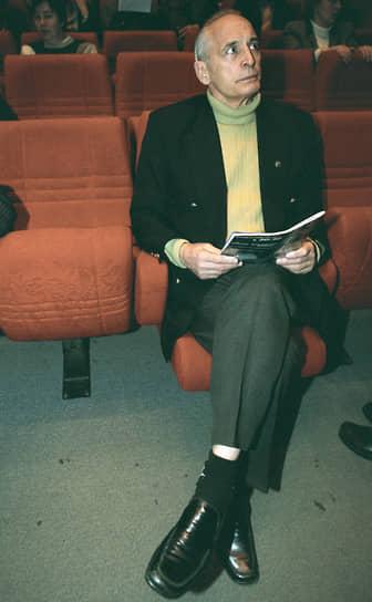 В 2008-2010 годах Василий Лановой был членом Общественной палаты РФ, входил в состав комиссии по делам ветеранов, военнослужащих и членов их семей <br>На фото: актер на презентации киностудии «Русский богатырь» в Доме кино