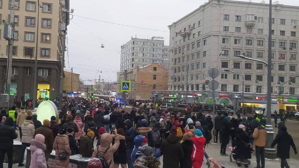 Участники акции на Красносельской улице в Москве