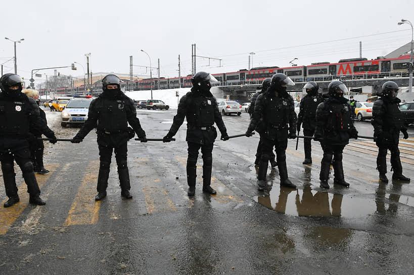 Оцепление на Комсомольской площади в Москве
