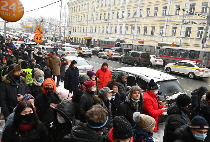 Шествие по Каланчевской улице в Москве