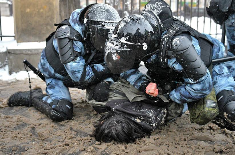 31 января. Москва. Задержание участника акции в поддержку оппозиционера Алексея Навального