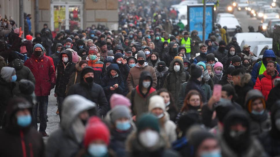 Участники акции на Краснопрудной улице в Москве