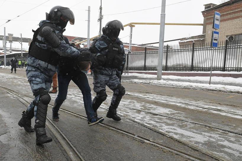 Задержание участника акции протеста в районе СИЗО «Матросская Тишина»