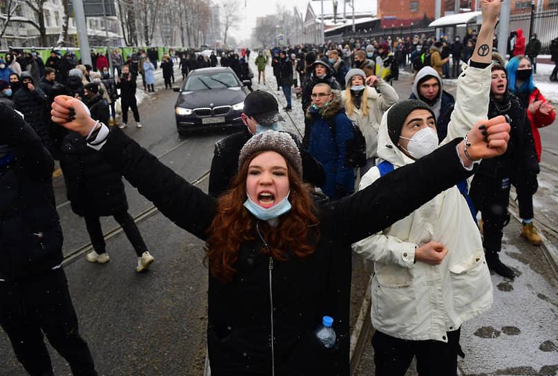 Участники акции протеста в районе СИЗО «Матросская Тишина» в Москве
