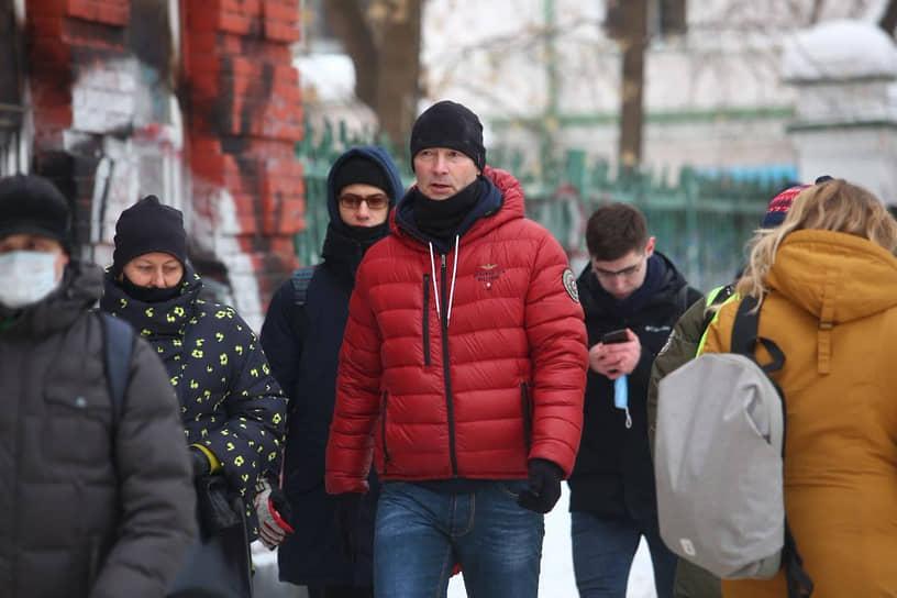 Бывший мэр Екатеринбурга Евгений Ройзман (в центре) на несанкционированной акции в поддержку Алексея Навального в Екатеринбурге