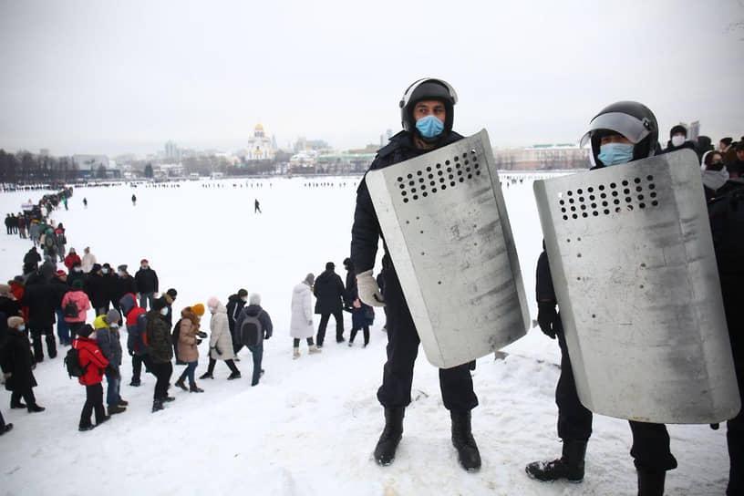 Несанкционированная акция в поддержку Алексея Навального в центре Екатеринбурга
