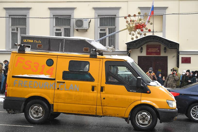 Автомобиль участника акции протеста в Москве