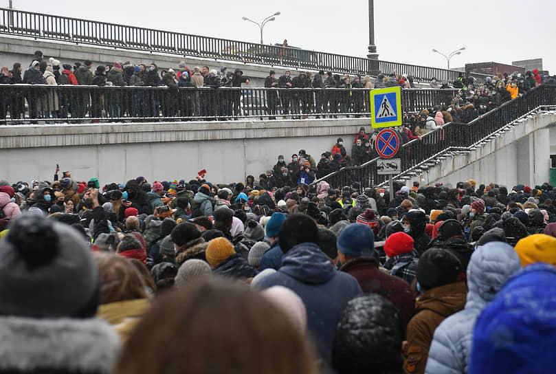 Протестующие возле Третьего транспортного кольца в Москве
