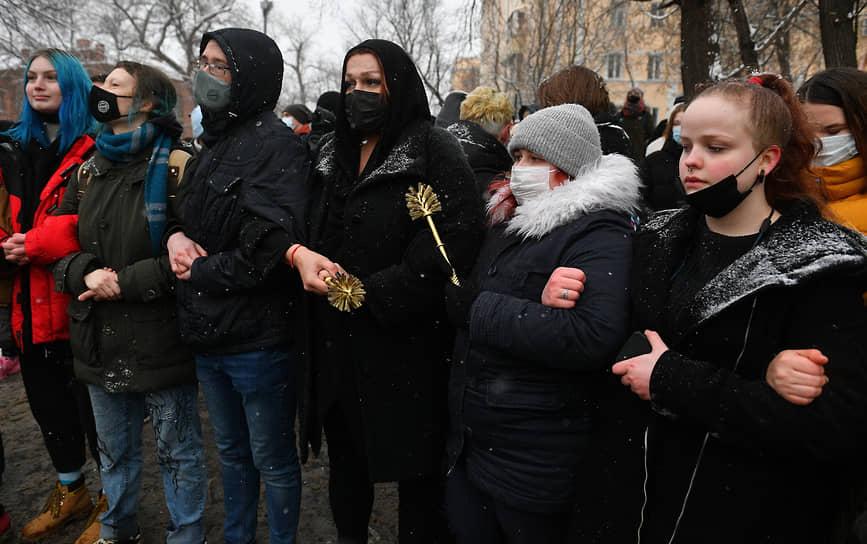 Участники акции протеста возле «Мастросской тишины» в Москве