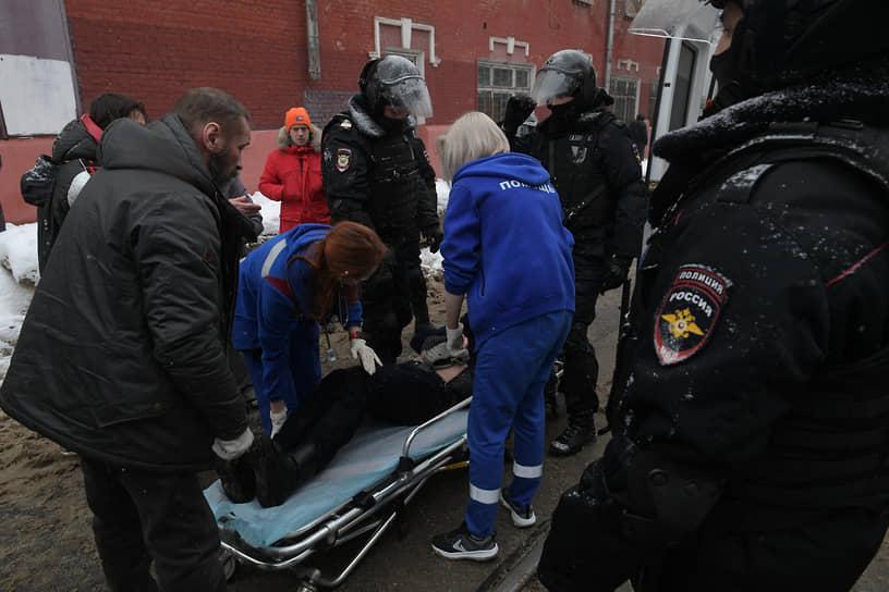 Оказание скорой медицинской помощи пострадавшему участнику протестов в Москве