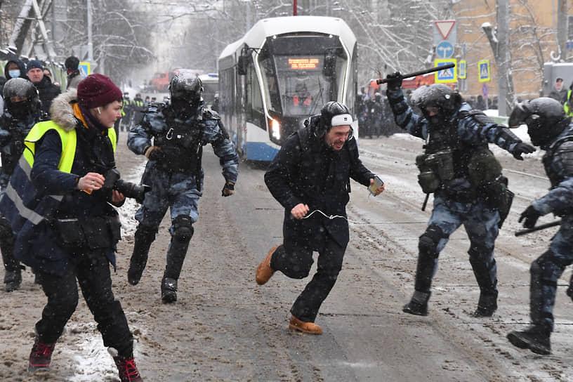 Задержание участника акции возле «Матросской тишины» в Москве