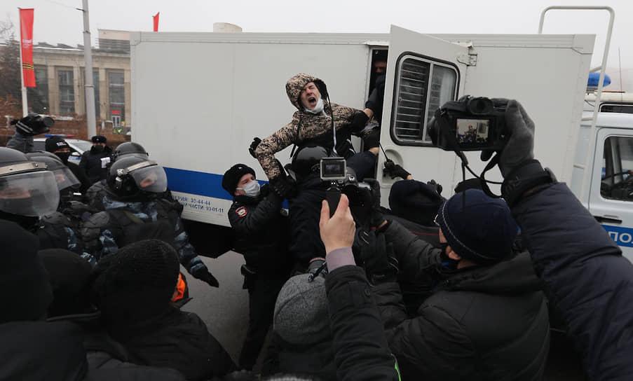Задержание участника акции протеста в Волгограде