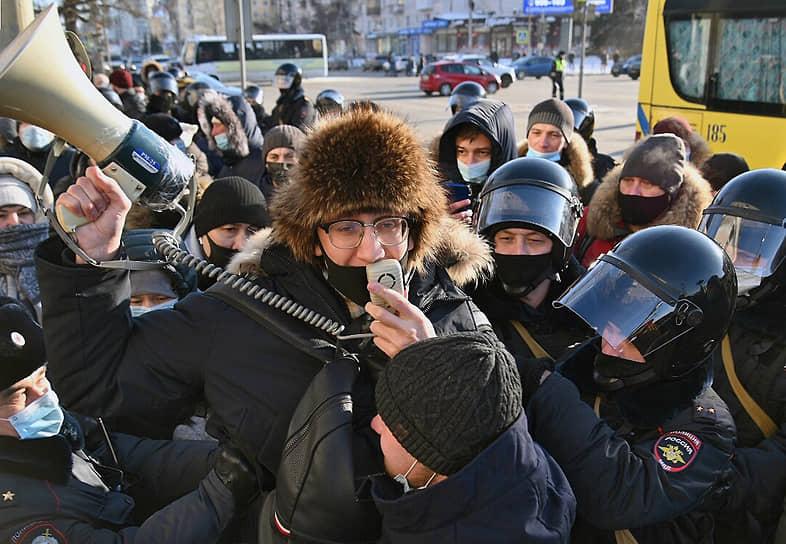 Несанкционированная акция в поддержку политика Алексея Навального в Омске