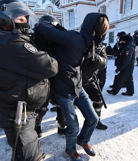 Задержания в участников митинга в Омске