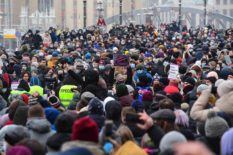 Участники акции протеста на Комсомольской площади в Москве