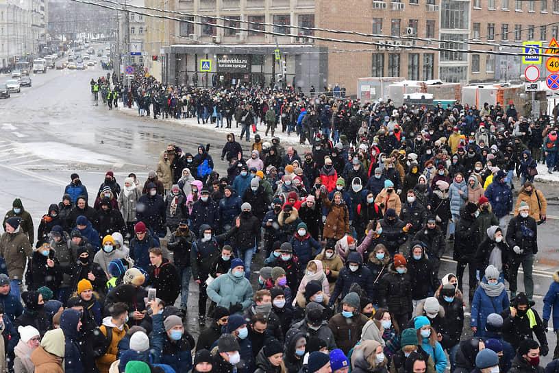 Участники акции протеста возле Комсомольской площади в Москве