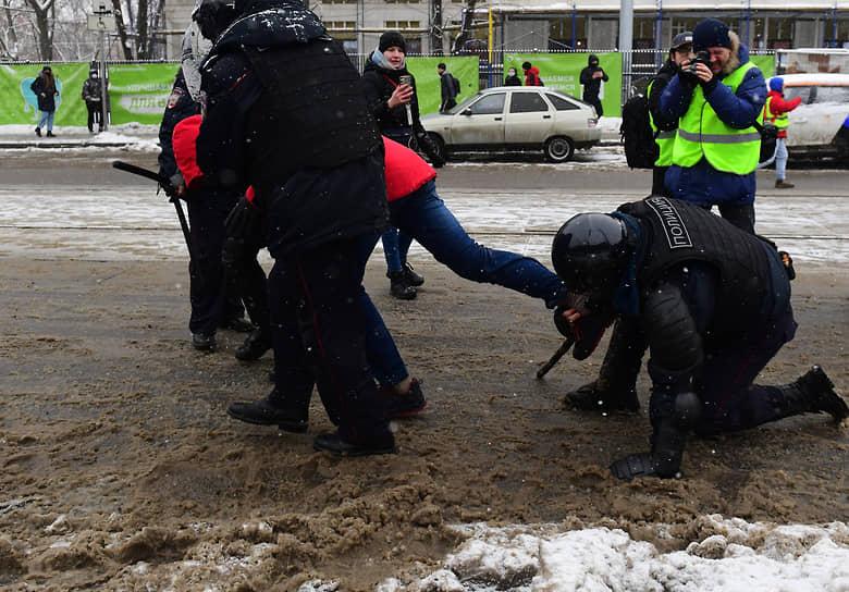 Задержание участника акции в Москве