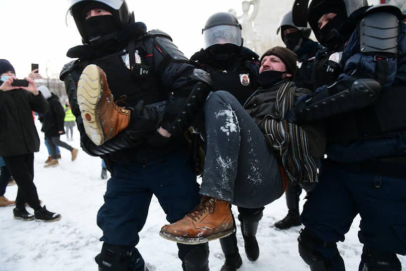 Акция протеста на Пионерской площади в Санкт-Петербурге