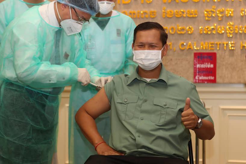 10 февраля от коронавируса китайской вакциной Sinopharm привился премьер-министр Камбоджи Хун Сен