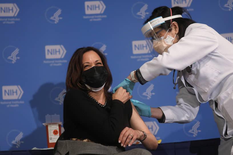 29 декабря 2020 года вице-президент США Камала Харрис сделала прививку от коронавируса препаратом компании Moderna