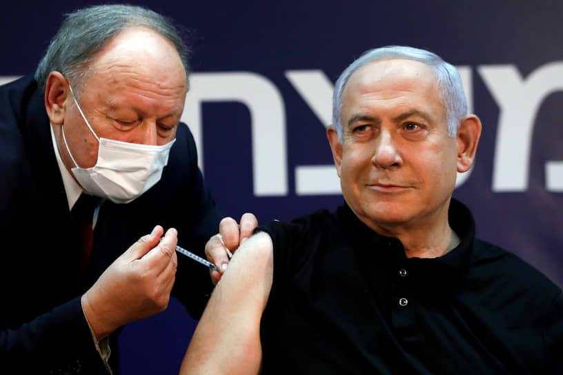 19 декабря премьер-министр Израиля Биньямин Нетаньяху в прямом эфире сделал прививку против коронавируса вакциной Pfizer/BioNTech. «Маленький укол для человека — большой шаг для здоровья всех нас», — написал он после этого в Twitter