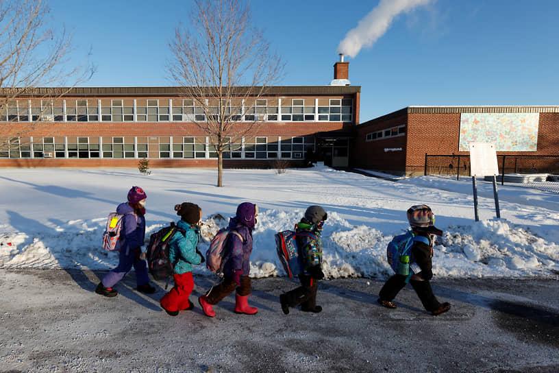 Оттава, Канада. Дети идут в школу после возобновления очных занятий